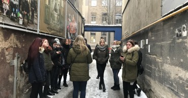 Students and teachers went on a sightseeing tour