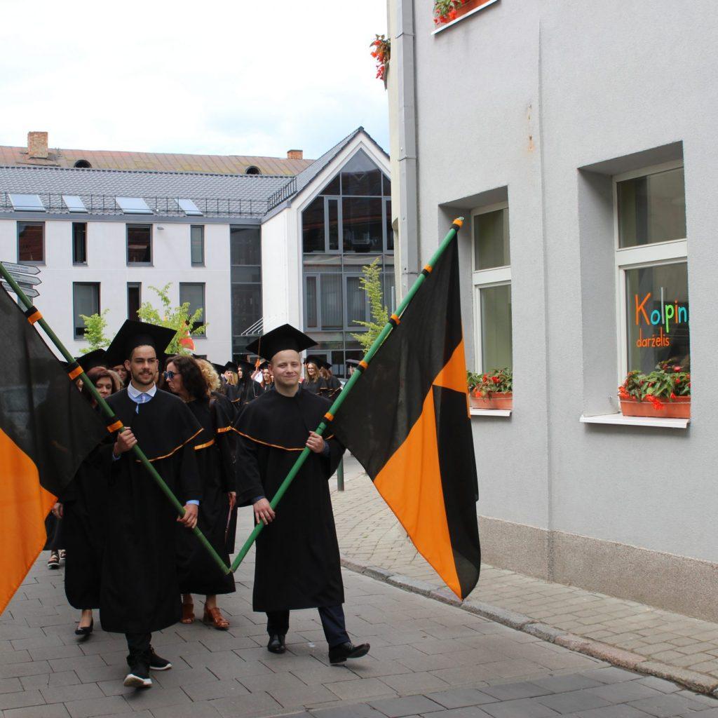 Kviečiame baigiamųjų kursų studentus į diplomų įteikimo šventę